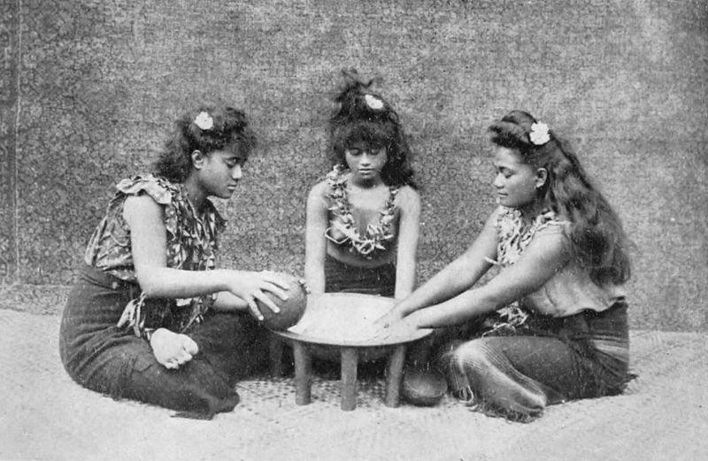 3 Samoan girls preparing 'ava